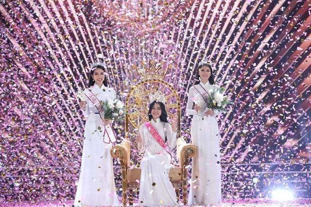Hoa hậu Việt Nam 2020 Đỗ Thị Hà, Á hậu 1Phạm Ngọc Phương Anh và Á hậu 2Nguyễn Lê Ngọc Thảo trong giờ phút đăng quang.