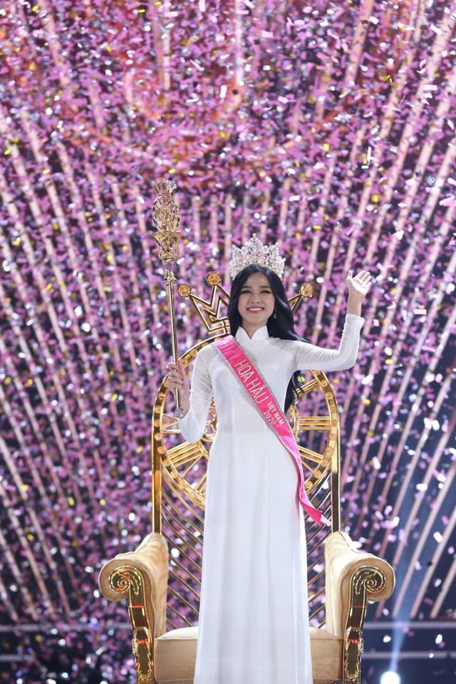 Hoa hậu Việt nam 2020 Đỗ Thị Hà trong giờ phút đăng quang.