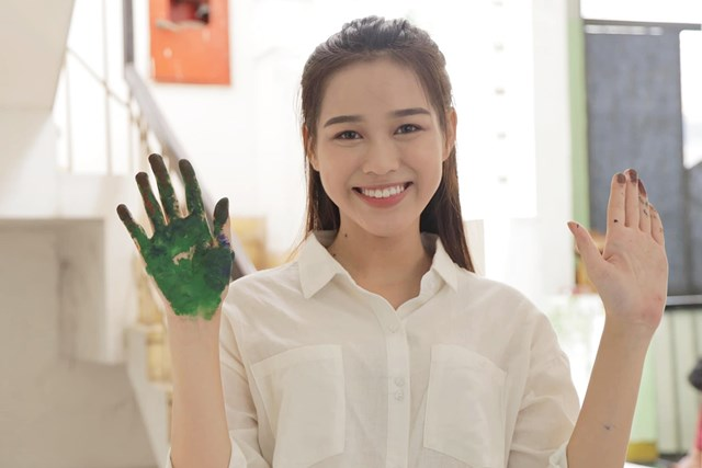 Hình ảnh đời thường của tân Hoa hậu Việt Nam Đỗ Thị Hà. Ảnh: Ngoisao.net.