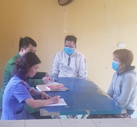 Đối tượng Nguyễn Thị Ánh Tuyết làm việc với cơ quan công an.