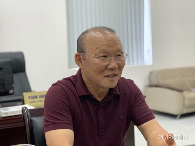 HLV Park Hang Seo thừa nhận bóng đá Việt Nam cần sự giúp sức từ các công ty Hàn Quốc.