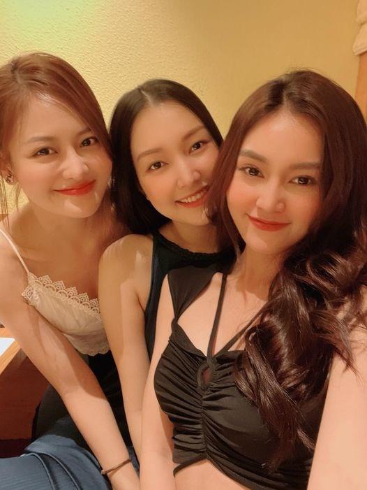 Cuối tuần, Ninh Dương Lan Ngọc xinh đẹp, quyến rũ cùng hội chị em.