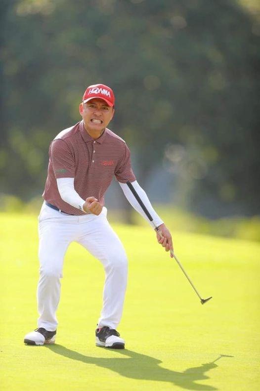 Ca sĩ Tuấn Hưng khỏe khoắn trong bộ đồ chơi golf dịp cuối tuần.