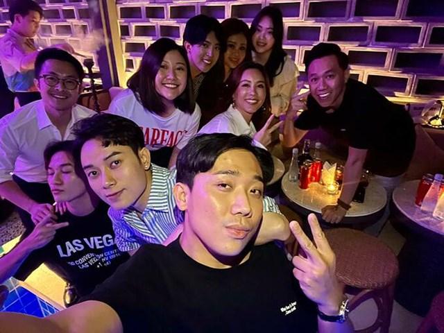 Trúc Nhân đón tuổi mới bên hội bạn thân gồm vợ chồng Trấn Thành - Hari Won, hoa hậu Thu Hoài và bạn trai, diễn viên Anh Đức, ca sĩ Ali Hoàng Dương...