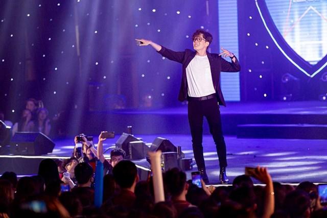 """Ngô Kiến Huy hạnh phúc khi được fan hết mình cổ vũ. Dự định """"1 tháng ra 1 Album mới"""" :)."""