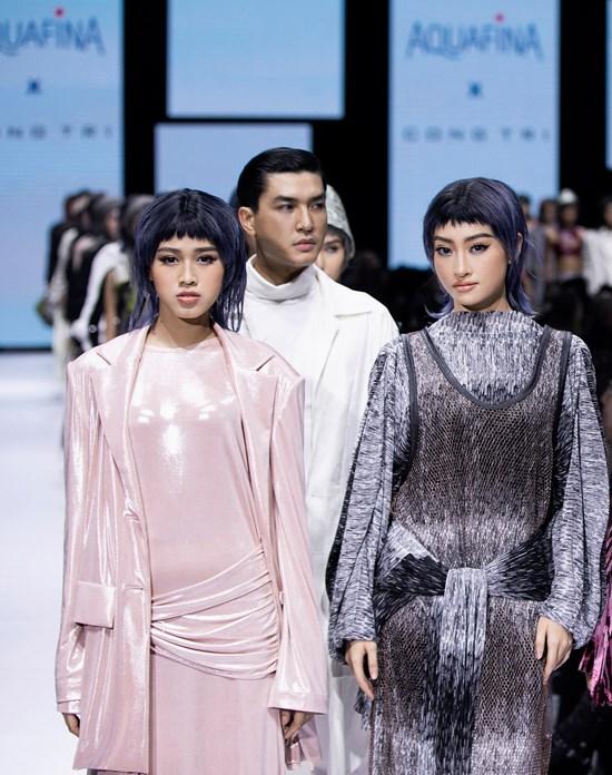 Hoa hậu Việt Nam 2020 Đỗ Thị Hà lần đầu sải bước cùng đàn chị Tiểu Vy, Lương Thùy Linh khi mở màn cho bộ sưu tập 'Màu của tôi' của NTK Công Trí.