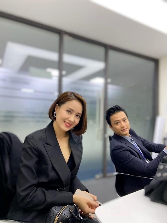 """Hồng Đăng – Hồng Diễm trong buổi họp báo ra mắt phim """"Hướng dương ngược nắng""""."""