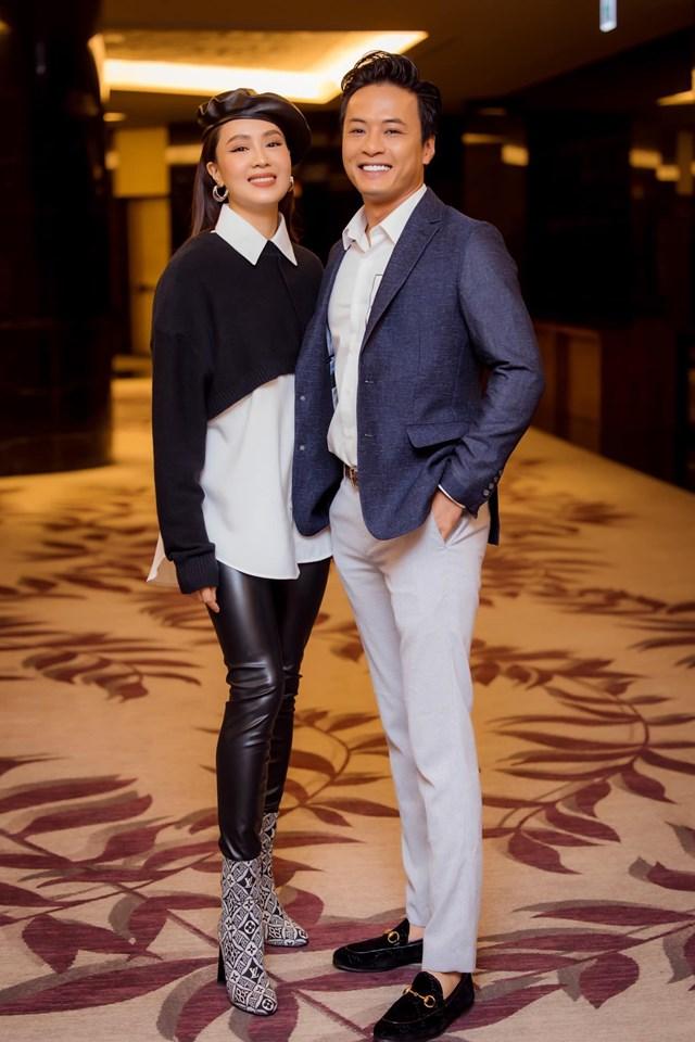 """Hồng Đăng – Hồng Diễm xứng đáng là """"người tình màn ảnh"""" của nhau. Cả hai rất đẹp đôi trong ngày họp báo ra mắt phim """"Hướng dương ngược nắng""""."""