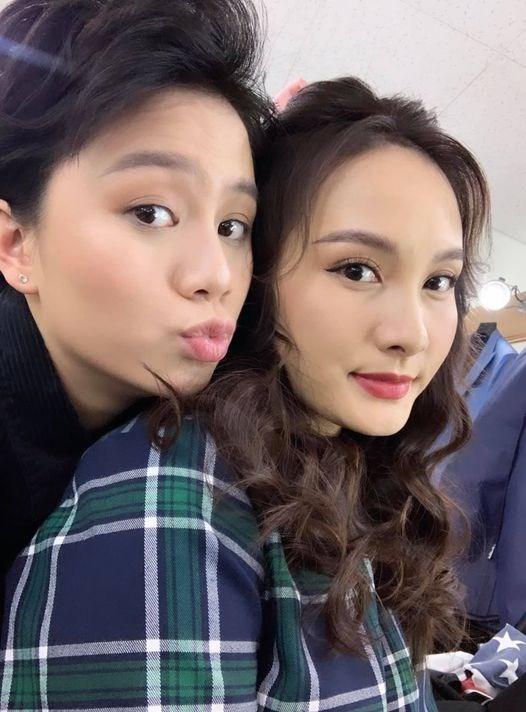 """Hai chị em Bảo Thanh và Bảo Hân ngày càng thân thiết sau """"Về nhà đi con"""". Bảo Hân nhắn nhủ fans: """"nhìn sang bên trái vì biết bà Thanh ở bên phải""""."""