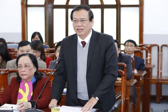 Ông Vũ Trọng Kim, nguyên Phó Chủ tịch - Tổng Thư ký UBTƯ MTTQ Việt Nam, Chủ tịch Hội Cựu Thanh niên xung phong Việt Nam phát biểu tại Hội nghị. Ảnh: Quang Vinh.