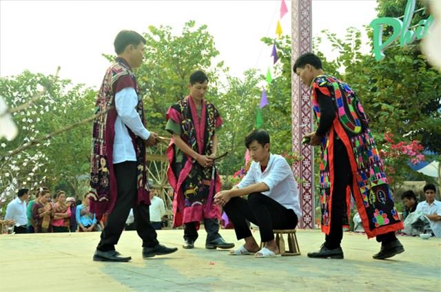 Nghi thức Lễ cấp sắc của đồng bào Dao (huyện Tủa Chùa, Điện Biên).