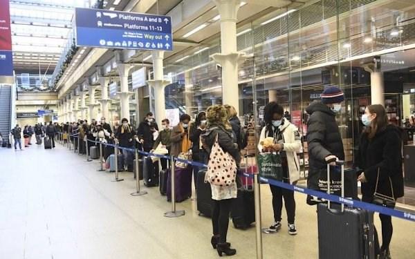 Bộ Y tế đề nghị dừng chuyến bay từ các nước có biến chủng mới SARS-CoV-2.
