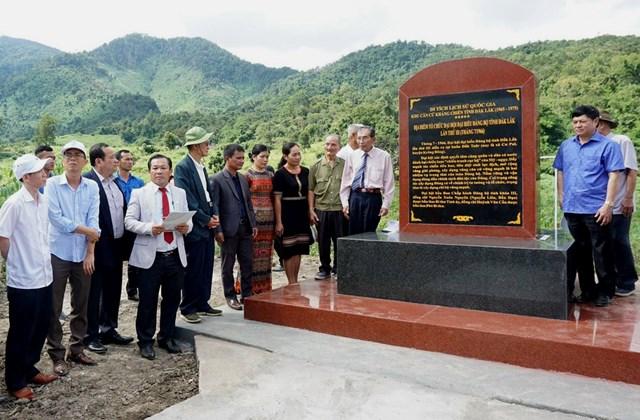Bia di tích lịch sử quốc gia tại buôn Đắk Tuôr, xã Cư Pui.