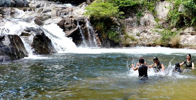 Thác Đắk Tuôr là điểm du lịch sinh thái được nhiều người ưa thích.