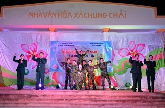 """Giao lưu văn nghệ """"Thắm tình quân dân"""" tại xã Chung Chải, huyện Mường Nhé."""