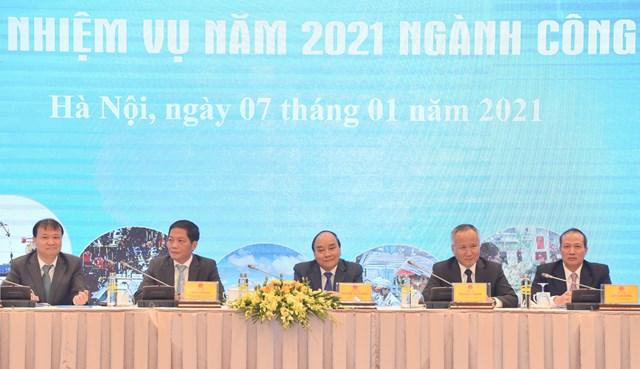 Thủ tướng dự Hội nghị tổng kết năm 2020, triển khai nhiệm vụ năm 2021 ngành công thương. Ảnh: VGP/Quang Hiếu.