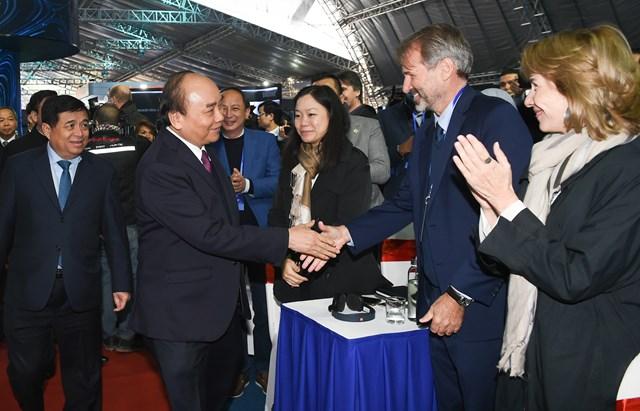 Thủ tướng Nguyễn Xuân Phúc và các đại biểu dự sự kiện. Ảnh: VGP.