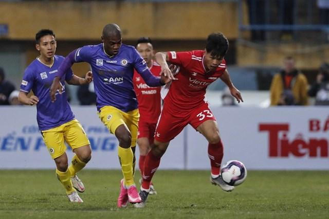 Mùa giải mới của bóng đá Việt chính thức bắt đầu với trận tranh Siêu Cup quốc gia.