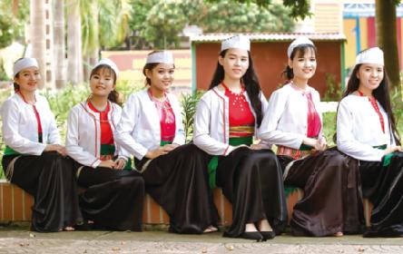 Giáo dục văn hóa dân tộc trong trường học - Ảnh 1