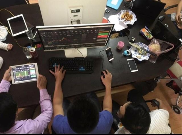 Những quảng cáo đầy hấp dẫn đã cuốn nhiều người đầu tư vào forex. Ảnh: Nguyễn Bằng.