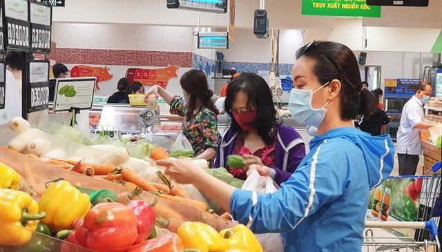 Nguồn cung hàng hóa dồi dào, người tiêu dùng không lo thiếu hàng hay tăng giá sản phẩm dịp Tết Nguyên đán..