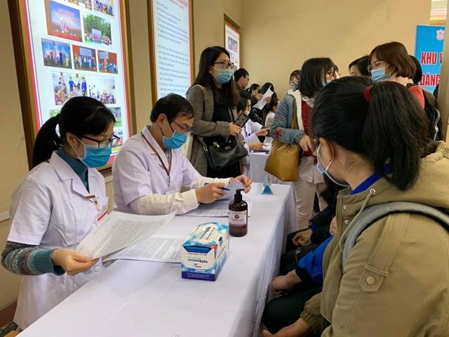 Tình nguyện viên đăng ký thử nghiệm vaccine Covivac.