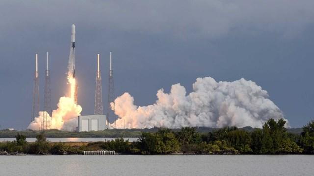 SpaceX phóng 143 vệ tinh cùng một tên lửa - Ảnh 1