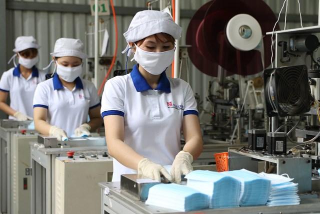 """Linh hoạt, chủ động trong dịch Covid-19, nhiều doanh nghiệp Việt Nam đã """"vượt qua bão""""."""