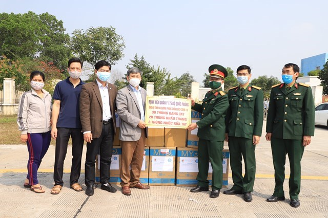 MTTQ tỉnh Hải Dương tiếp nhận ủng hộ phòng chống dịch Covid-19 từ bệnh viện quân y 175 - Bộ Quốc phòng.