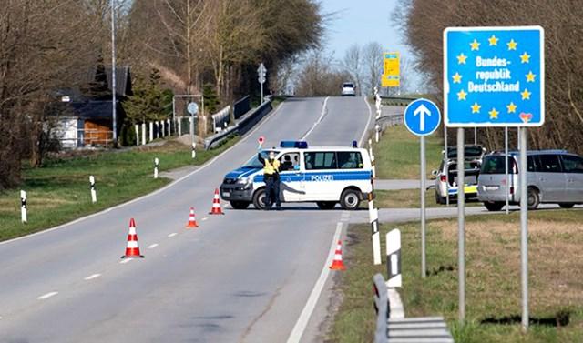 Chốt kiểm soát tại biên giới Đức - Áo. Ảnh: DPA.