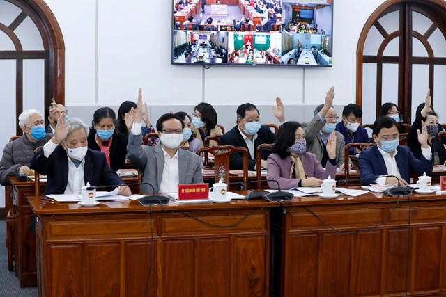 Đoàn Chủ tịch UBTƯ MTTQ Việt Nam biểu quyết thông qua việc thoả thuận về cơ cấu, thành phần, số lượng người của cơ quan, tổ chức, đơn vị ở Trung ương được giới thiệu ứng cử đại biểu Quốc hội khóa XV tại Hội nghị Hiệp thương lần thứ nhất. Ảnh: Quang Vinh.