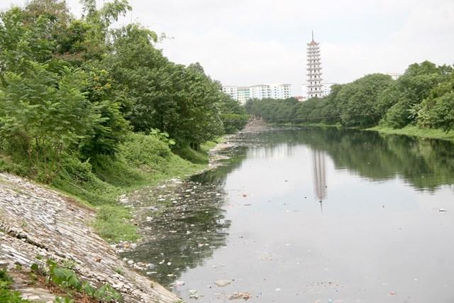 Một đoạn sông Tô Lịch. Ảnh: Quang Vinh.