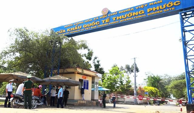 Kiểm tra, kiểm soát tại Cửa khẩu quốc tế Thường Phước, tỉnh Đồng Tháp.
