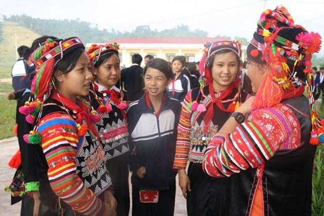 Nhóm trẻ em gái trong độ tuổi 13-18 cần được đặt vào vị trí trung tâm trong công tác tuyên truyền, vận động.