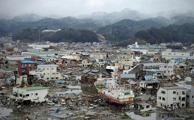 Tìm thấy hài cốt người mất tích trong sóng thần Nhật Bản - Ảnh 1
