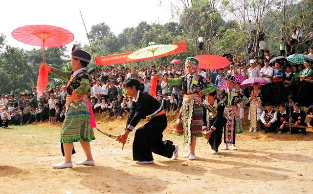 Tổ chức Ngày hội dân tộc Mông lần thứ 3 - Ảnh 1