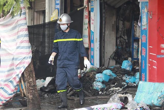 Hiện trường vụ cháy sáng 4/4. Ảnh: Nguyễn Định.