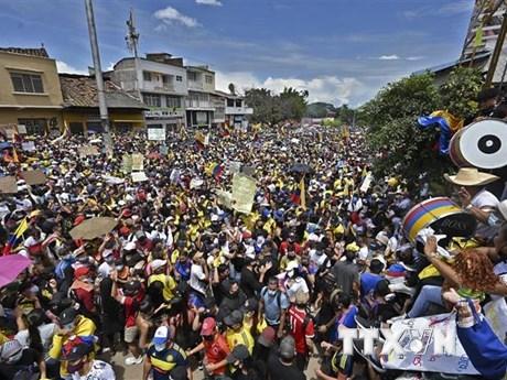 Biểu tình phản đối đề xuất cải cách thuế tại Cali, Colombia, ngày 1/5/2021. (Nguồn: AFP/TTXVN).