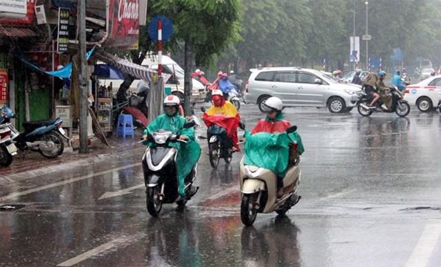 Hà Nội có mưa rào và dông rải rác, nhiệt độ cao nhất 35 độ