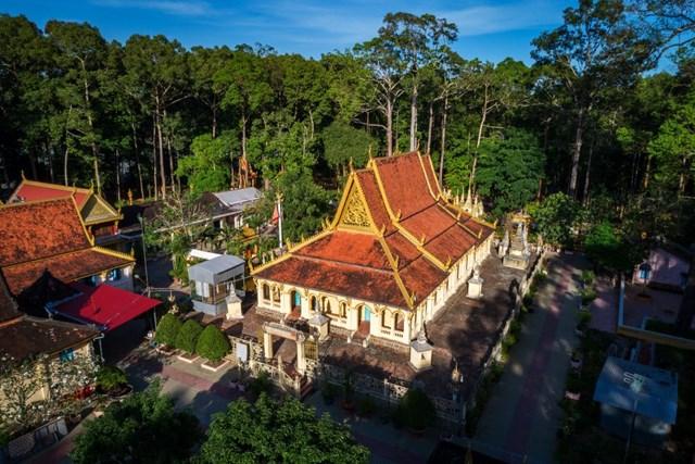 Lộng lẫy kiến trúc chùa Khmer