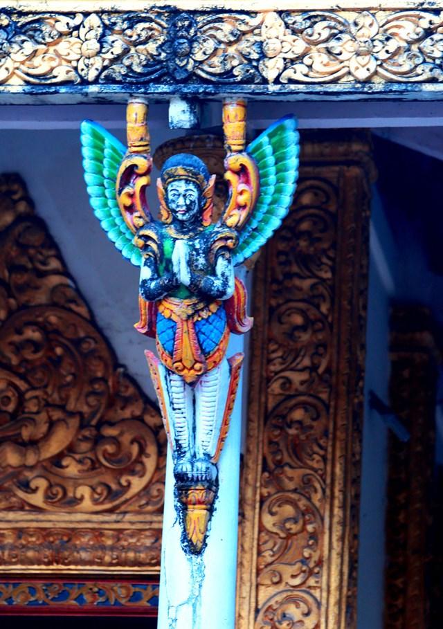 Tượng tiên nữ Kemnar ở chùa Dơi, tỉnh Sóc Trăng.