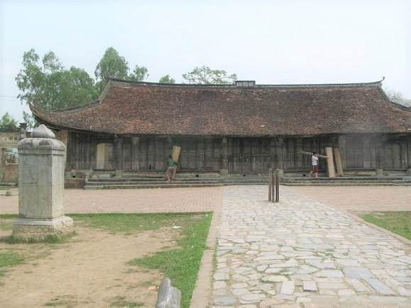 Vỡ bia cổ chùa Thổ Hà khi trùng tu