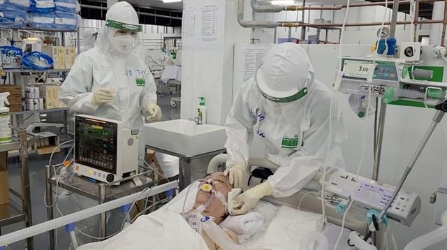 Điều trị bệnh nhân nhiễm Covid-19 tại TP HCM.