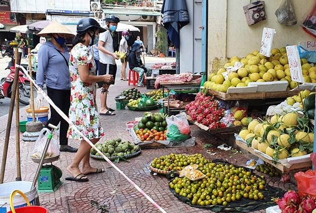 Các chợ truyền thống tại Hà Nội đã hoạt dộng trở lại. Ảnh: Lam Giang.