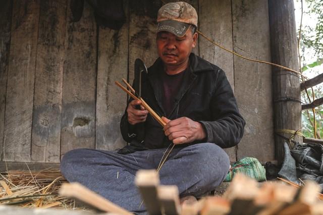 Chân hương được làm từ tre hoặc cây mai.