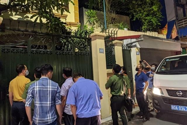 Khám xét nhà ông Nguyễn Đức Chung sau khi Cơ quan an ninh điều tra Bộ Công an khởi tố, bắt tạm giam.