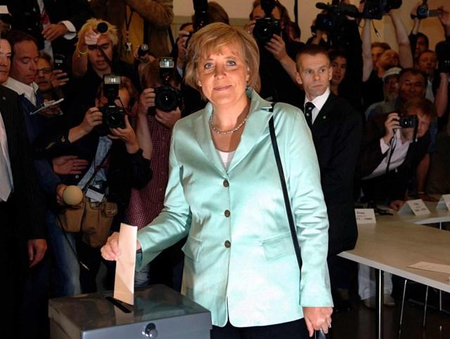 Bà Angela Merkel trong sự hâm mộ của người Đức.