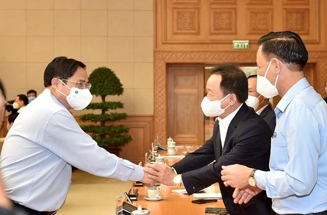 Thủ tướng Chính phủ Phạm Minh Chính với các đại biểu tham dự buổi đối thoại. Ảnh: Đoàn Bắc.