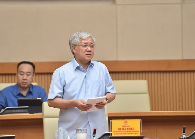 Chủ tịch UBTƯ MTTQ Việt Nam Đỗ Văn Chiến phát biểu tại cuộc họp.