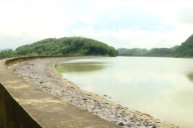 Hàng nghìn hộ dân lo lắng vì hồ chứa bị rò rỉ